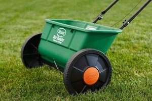 #1. Scotts Turf Builder Classic Drop Spreader