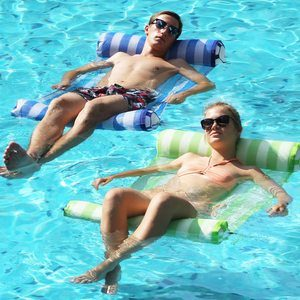 #2 FindUWill 2-Pack Premium Swimming Pool Float Hammock